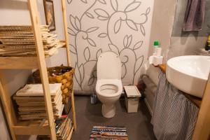 Ванная комната в Хостел Chickadee