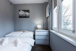 Łóżko lub łóżka w pokoju w obiekcie Apartament Świerkowy Potok