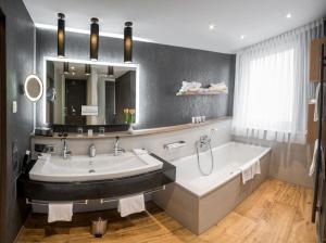 A bathroom at Drei Loewen