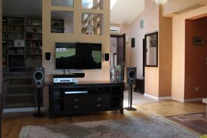 A television and/or entertainment center at Vila Ramona