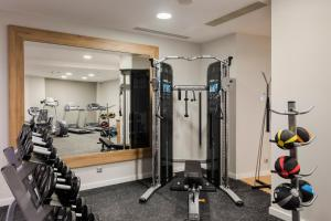 The fitness center and/or fitness facilities at Hilton Garden Inn Bucharest