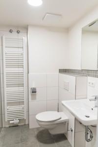 A bathroom at Hotel Staffelseestraße