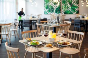 Un restaurante o sitio para comer en TRH Taoro Garden - Only Adults Recommended