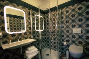A bathroom at Arsenale Suites