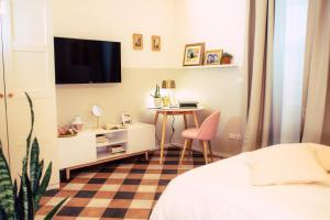 A television and/or entertainment center at Arsenale Suites