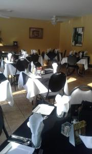 A restaurant or other place to eat at Normandale Century Inn