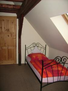 Łóżko lub łóżka w pokoju w obiekcie Pod Dobrym Źródłem