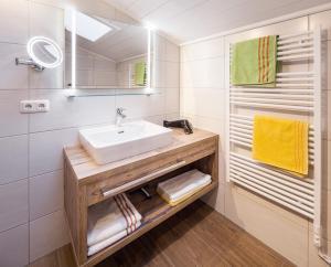 A bathroom at Appartementhaus Zum Schneider