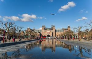 Piscine de l'établissement Stayokay Hostel Amsterdam Oost ou située à proximité