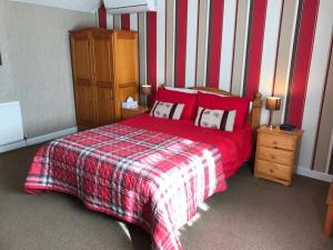A bed or beds in a room at Nether Onston Cottage