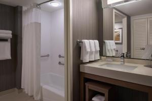 A bathroom at Courtyard by Marriott Toronto Airport