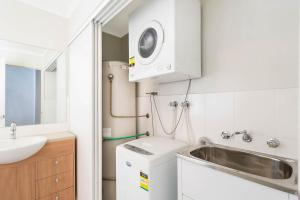 A kitchen or kitchenette at Seachange Apartments Merimbula