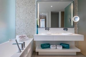 Un baño de Royal Hideaway Corales Suites, by Barceló Hotel Group