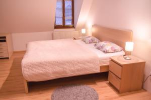 Posteľ alebo postele v izbe v ubytovaní Old Town Apartment
