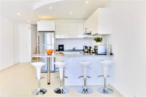 A kitchen or kitchenette at Vale do Lobo Apartment A