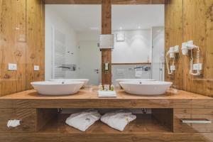 A bathroom at Hotel Magdalener Hof