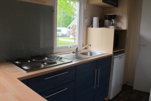 Ett kök eller pentry på Swecamp Jägersbo - Camping & Stugor