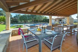Restauracja lub miejsce do jedzenia w obiekcie Villa Boquer Walking Distance to the Beach