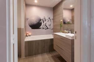 A bathroom at Atalante Relais Thalasso & Spa - Wellness Hôtel