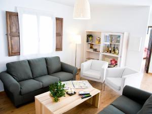 A seating area at Casa Babel Monfragüe