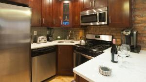 A kitchen or kitchenette at Luxury Duplex Apartment