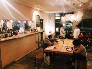 A restaurant or other place to eat at Y Pub & Hostel Tottori