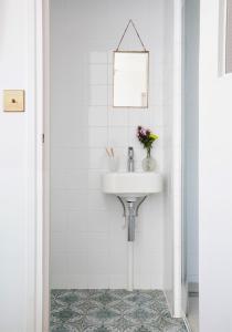 A bathroom at Hôtel Henriette