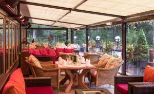 Ein Restaurant oder anderes Speiselokal in der Unterkunft Hotel Kristall - Adults Only