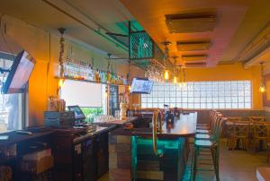 A restaurant or other place to eat at Miami Beach International Hostel
