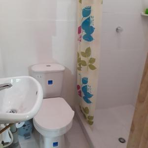 A bathroom at Hostal Rio Arabia - Valle De Cocora HOTEL