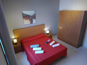 A bed or beds in a room at Apartamentos Almirante