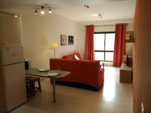 A seating area at Apartamentos Almirante
