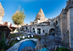 A view of the pool at Anatolian Houses Cave Hotel or nearby