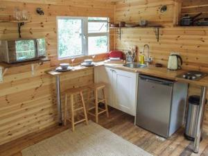 A kitchen or kitchenette at Waney Lodge