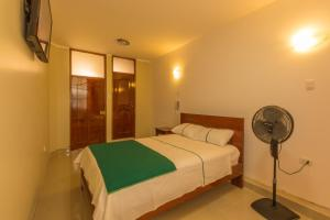 A bed or beds in a room at Hostal el Escudero