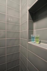 A bathroom at Het Spoorhuis Uithoorn