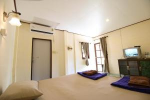 เตียงในห้องที่ Best House Resort