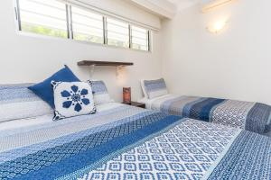 A bed or beds in a room at Lagoon Beachfront Lodge 006 on Hamilton Island by HamoRent