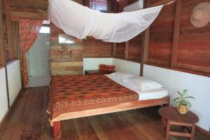 A bed or beds in a room at Kipling's Bay Guest house