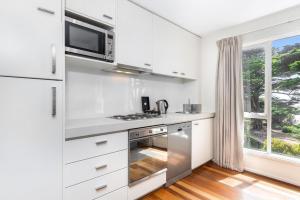 A kitchen or kitchenette at Mantra Lorne