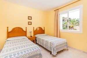 Un ou plusieurs lits dans un hébergement de l'établissement Apartamentos Amores San Telmo