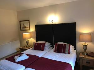 A bed or beds in a room at Clayhanger Guest House