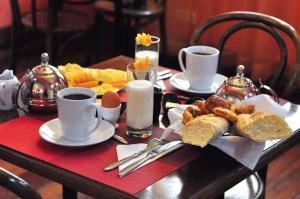 Options de petit-déjeuner proposées aux clients de l'établissement Rova Hotel