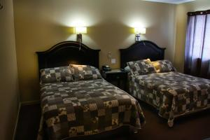 A bed or beds in a room at Hotel Harbour Grace