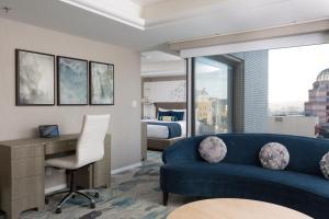 A seating area at Hotel Nikko San Francisco