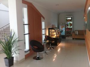 The fitness center and/or fitness facilities at Hotel Bandara Syariah