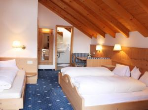 A bed or beds in a room at Hotel Gallia