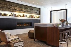 The lobby or reception area at New York Marriott at the Brooklyn Bridge