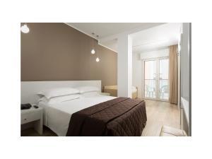 Ein Bett oder Betten in einem Zimmer der Unterkunft Hotel Gardenia