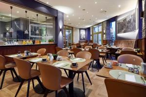 A restaurant or other place to eat at Lindner Hotel & Residence Main Plaza